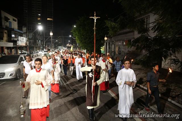 Em Belém – PA, na Paróquia São Francisco de Assis, participando de procissão luminosa, fiéis manifestam publicamente sua fé