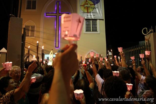 Procissão luminosa na Paróquia Imaculada Conceição, em Nova Friburgo – RJ