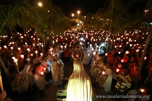 Em Brasília – DF, na Paróquia do Santuário Santa Luzia, procissão luminosa e Santas Missas durante semana missionária