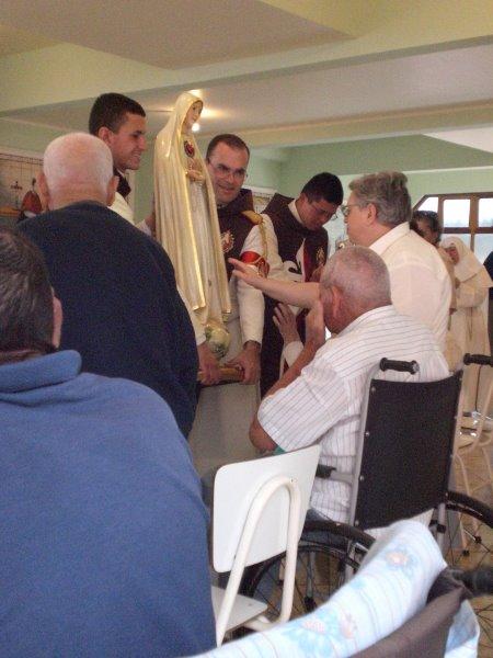 Maria Santíssima leva alegria e paz para os nossos queridos idosos!