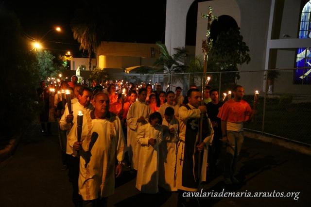 Procissão luminosa na Paróquia Nossa Senhora do Rosário do Lago Sul, em Brasília – DF