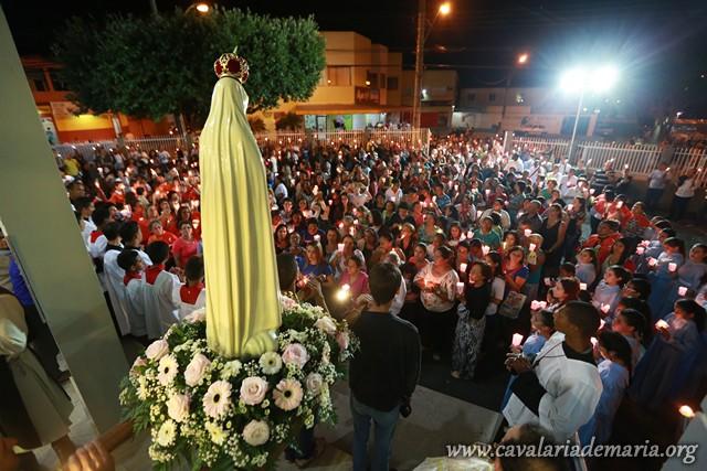 Procissão luminosa nas imediações da Igreja Matriz de São José de Anchieta, em Serra – ES