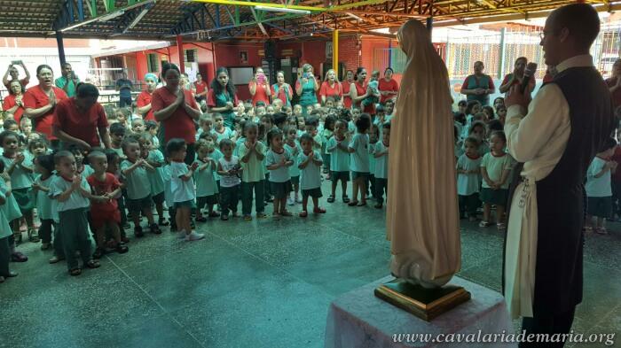 Em Brasília – DF, na Paróquia do Santuário Santa Luzia, visitas da imagem peregrina